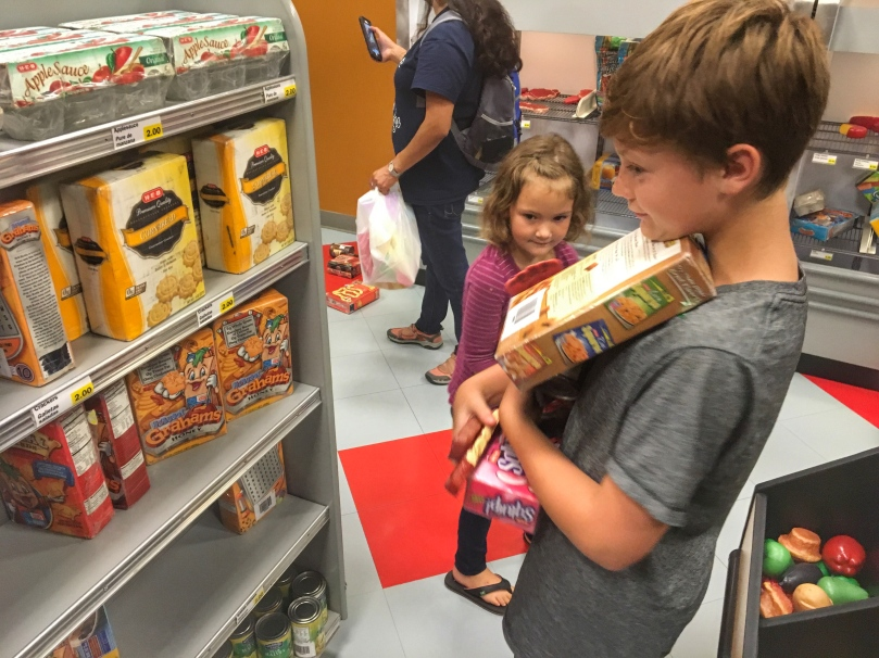 child mus shopping
